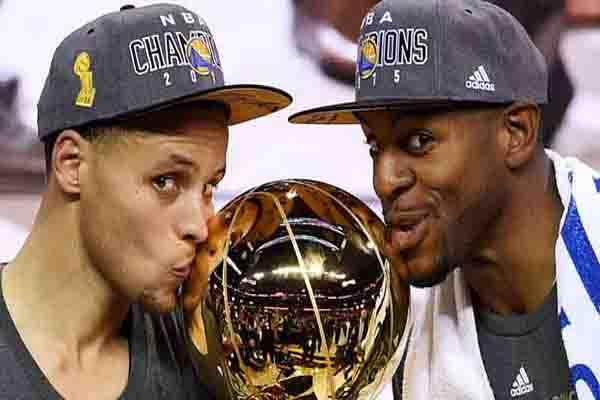 trophy-kiss