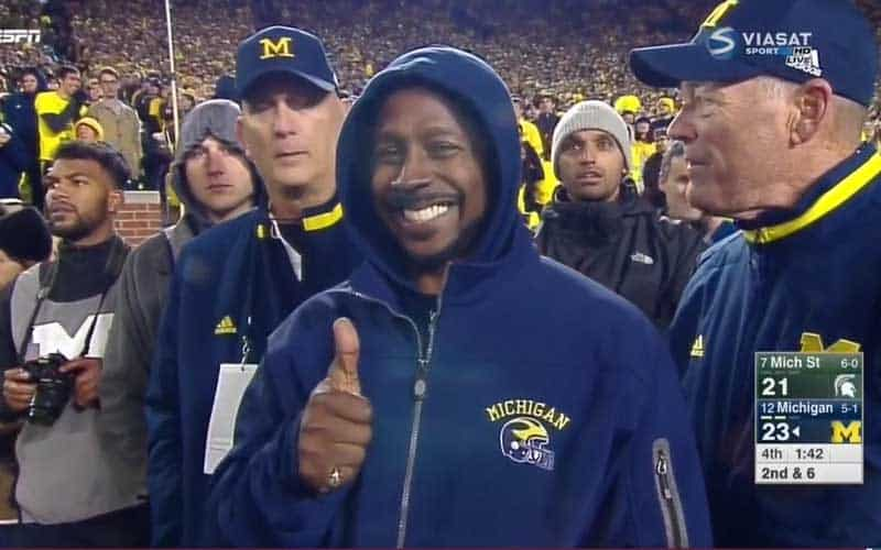 michigan-desmond-howard-thumbs-up